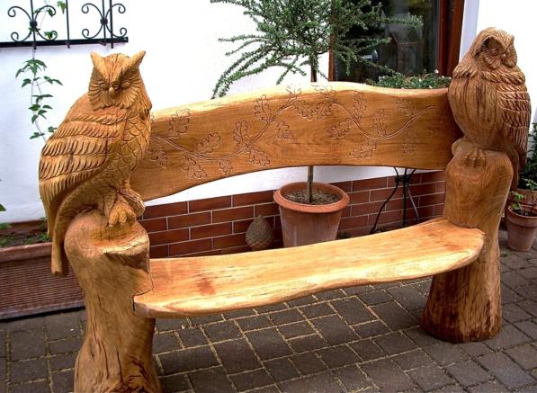 Gartenbank Aus Baumstämmen Selber Bauen Und Schnitzen Die Form Von Vögeln