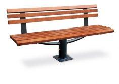 Gartenbank 4 Sitzer Alu Kombination Mit Holz Mit Einem Fuß in Der Mitte Eines Festen