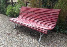 Gartenbank Rot Holz Lange Genug Für Drei Personen Zu Sitzen Niedrig Und Bequem